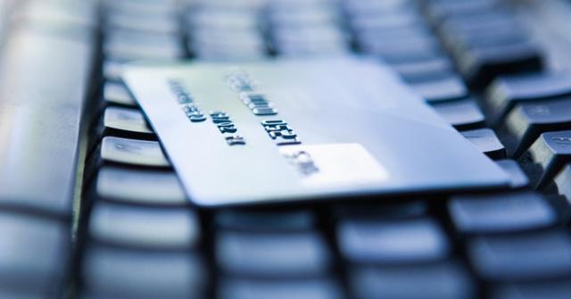 Carte_credit_sur_clavier
